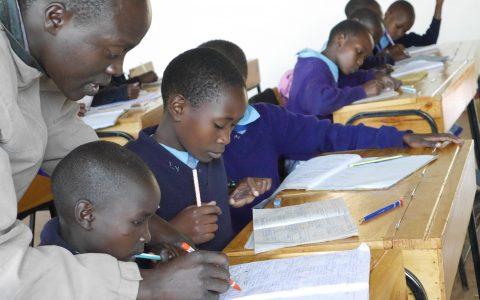 Unterricht in der Mädchenschule in Kibuk